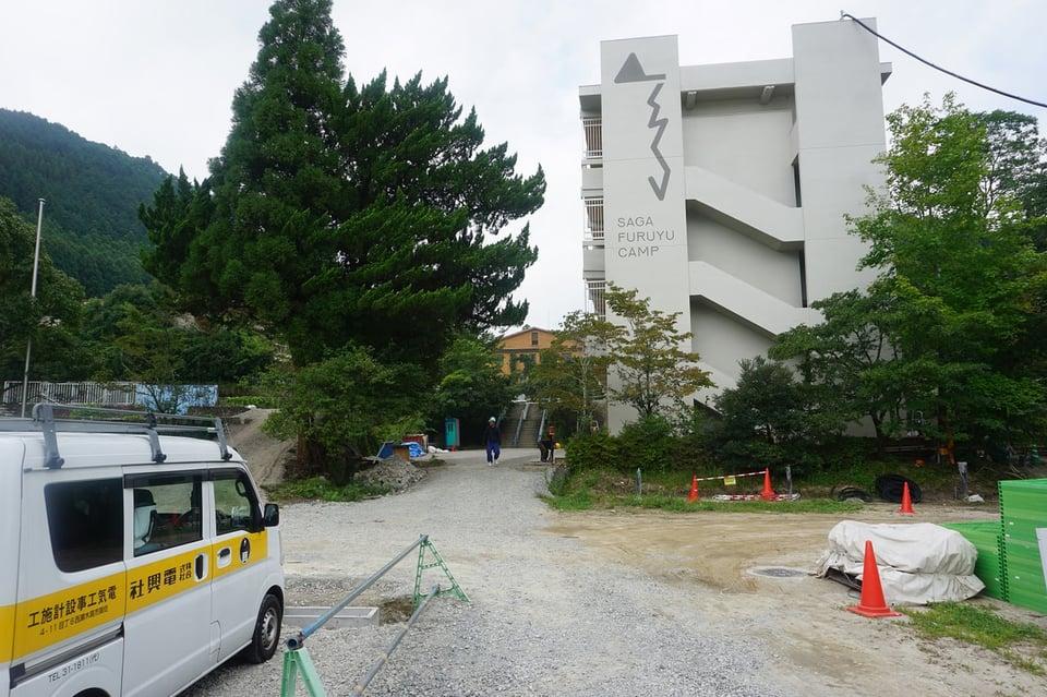 校舎の外観にはSFCロゴマークが!